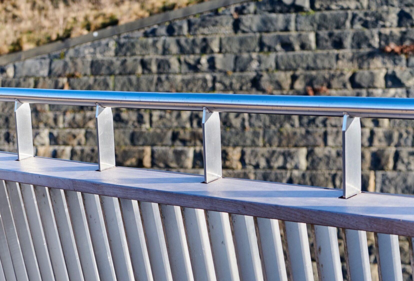 Knsotrop footbridge parapet